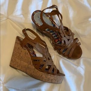 Madden girl brown/tan wedges
